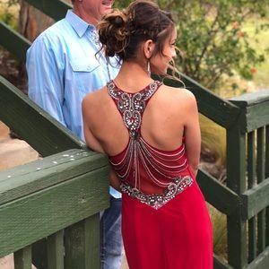 Dresses & Skirts - Beautiful red prom dress!!❤️